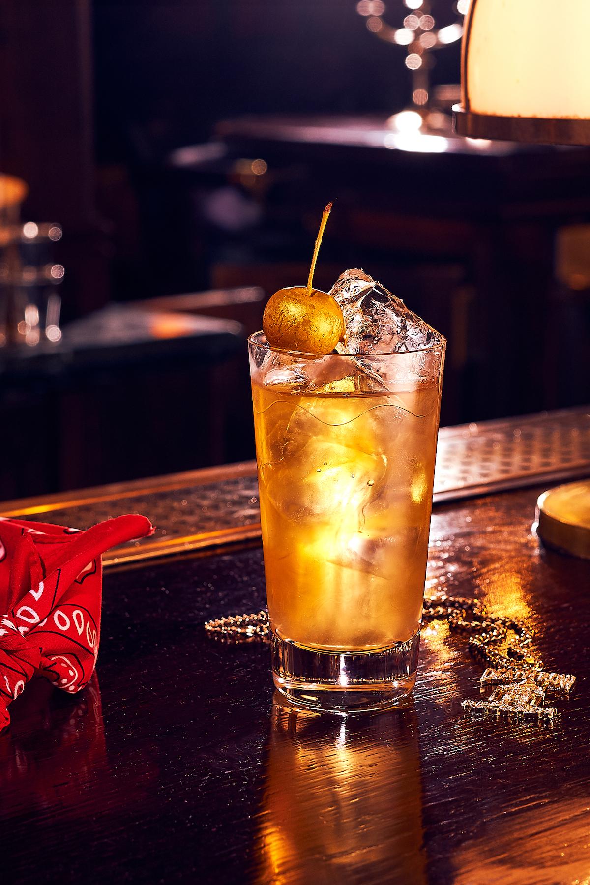 Cocktail Photo Hip-Hop Portrait